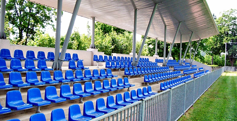 sedačky na štadióny r5