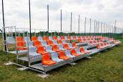 športové tribúny so sedadlami